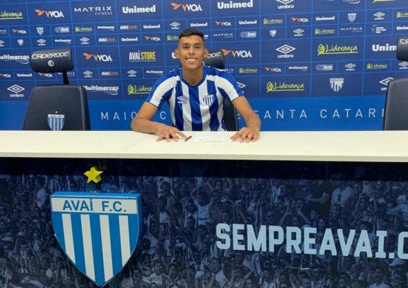 FECHADO - O elenco Sub-20 do Avaí recebeu um grande reforço. Na última semana, o goleiro Juninho assinou um contrato de formação, válido por três anos, com o clube catarinense. Ele estava no Internacional, clube que defendeu durante uma temporada.