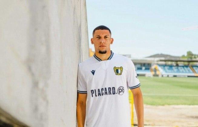 FECHADO - O Famalicão, de Portugal, anunciou a contratação do zagueiro Alex, ex-Santos. A negociação foi concretizada em um empréstimo com a opção de compra do defensor no valor 1 milhão de euros (R$ 6 milhões).