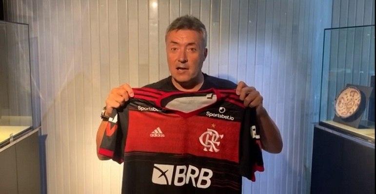 FECHADO – O Flamengo anunciou Domènec Torrent como seu novo treinador até dezembro de 2021. O último clube que Torrent foi técnico foi o New York City FC, da MLS, e sua projeção no futebol ocorreu ao lado de Pep Guardiola, de quem foi auxiliar-técnico no Barcelona, Bayern de Munique e Manchester City.