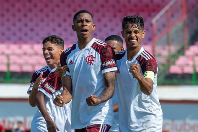 FECHADO - O Flamengo encaminhou a renovação de contrato do atacante André, do sub-20. O atleta de 19 anos estenderá seu vínculo com o clube até dezembro de 2023, e a multa rescisória para clubes do exterior passará a ser de 50 milhões de euros (cerca de R$ 300 milhões na cotação atual). A informação foi divulgada inicialmente pelo canal