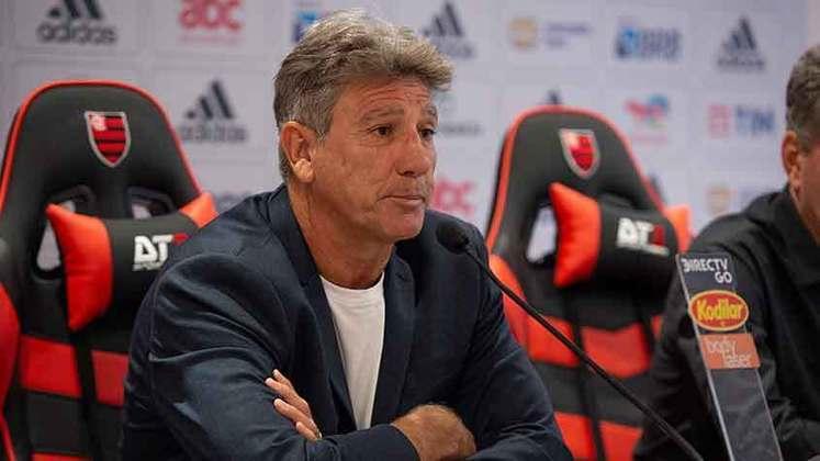 FECHADO - O Flamengo está de treinador novo, agora devidamente apresentado. No início da tarde desta segunda-feira, Renato Gaúcho concedeu entrevista coletiva, no Ninho do Urubu, minutos antes de seu primeiro treino à frente do elenco rubro-negro.