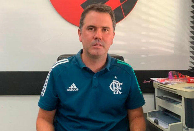FECHADO - O Flamengo tem um novo gerente geral do futebol de base. Após a saída de Eduardo Freeland, que assumiu o futebol profissional do Botafogo há dez dias, a diretoria rubro-negra escolheu o profissional Luiz Carlos para exercer interinamente a função