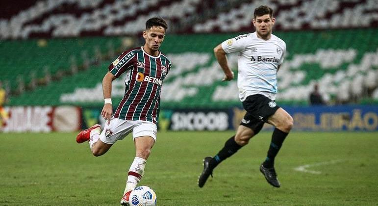 FECHADO - O Fluminense acertou a renovação do contrato do meia-atacante Gabriel Teixeira. O vínculo anterior era válido até o fim de 2024 e passa a ir até dezembro de 2025. O jovem de 20 anos, formado em Xerém, também ganhou um reajuste salarial.
