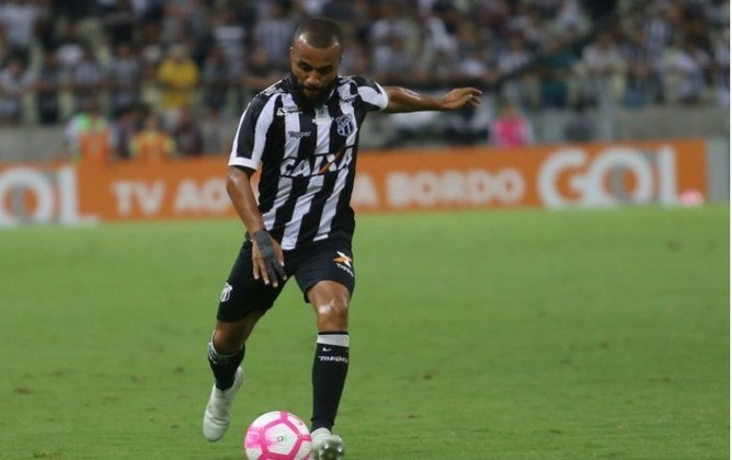 FECHADO – O Fluminense deu início ao planejamento para a temporada de 2021. O novo reforço da equipe é o lateral-direito Samuel Xavier, do Ceará. O clube já tem um pré-contrato assinado com o jogador pelos próximos dois anos. A informação foi dada pelo
