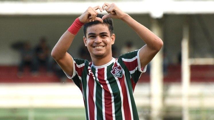 FECHADO - O Fluminense renovou o vínculo com mais um jogador da base. Agora foi a vez do atacante Miguel Vinícius, promessa de 18 anos que vive sua primeira temporada pelo sub-20 e soma quatro gols. O contrato anterior se encerrava em setembro de 2021. Com o novo compromisso até 2023, o jogador passa a ter multa rescisória de 40 milhões de euros (cerca de R$ 270,2 milhões).