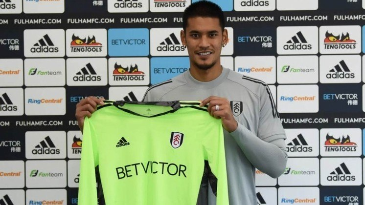 FECHADO: O Fulham anunciou a contratação de Alphonse Areola. O goleiro chega emprestado pelo Paris Saint-Germain e terá uma opção de compra no final do empréstimo.
