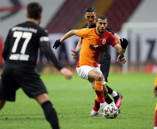 FECHADO - O Galatasaray anunciou oficialmente a rescisão de contrato com o meio-campista Younes Belhanda. O marroquino criticou o gramado do estádio do clube e foi demitido por
