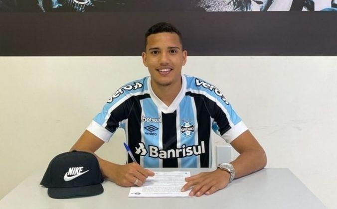 FECHADO - O Grêmio renovou o contrato com o zagueiro Gustavo Martins, da equipe sub-20. O novo vínculo é válido até dezembro de 2025 e tem multa rescisória estipulada em R$ 500 milhões.