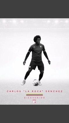 FECHADO - O Independente Santa Fé anunciou por meio de suas redes sociais a contratação do volante Carlos Sánchez, que estava no Watford, clube que disputa a Premier League. A equipe do Santa Fé não vive um bom momento na Colômbia, a sete pontos da zona de rebaixamento, e buscou no jogador uma solidez defensiva que ainda não foi vista na temporada.