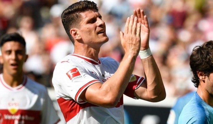 FECHADO - O atacante alemão Mario Gomez se aposentou após sua última partida pelo Stuttgart. O atacante marcou um gol na derrota para o Darmstadt por 3 a 1 dentro de casa