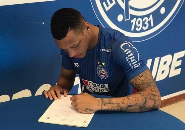 FECHADO - O jovem lateral-esquerdo Dudu assinou contrato em regime de empréstimo com a equipe do Bahia na tarde desta segunda-feira (21). O atleta tem contrato com o Tricolor de Aço até junho de 2022 e chega por empréstimo do Confiança.