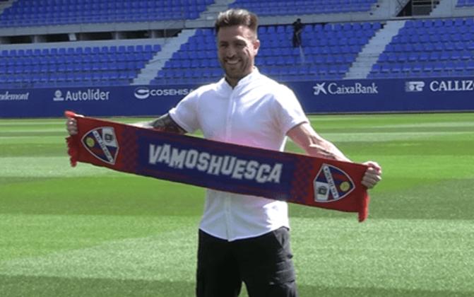 FECHADO - O lateral-direito Julio Buffarini está de casa nova. Após não renovar com o Boca Juniors, o argentino foi apresentado na última semana pelo Huesca, clube que vai disputar a segunda divisão espanhola na temporada 2021/2022.