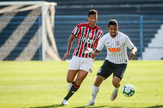 FECHADO - O lateral-esquerdo Rael acertou com o Cianorte para a disputa do Campeonato Paranaense 2021. O ex-jogador do Corinthians assinou contrato em definitivo com o clube até o final da temporada.