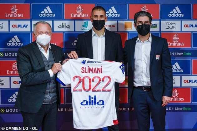 FECHADO - O Lyon fechou a contratação do atacante argelino Islam Slimani, até junho de 2022.