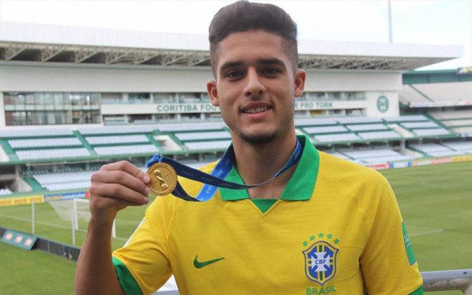 FECHADO - O Manchester City emprestou o jovem brasileiro, Yan Couto, para o Girona da Espanha. O desejo dos dirigentes ingleses é que o jogador ganhe rodagem em clube de menor expressão e volte mais completo à Manchester.