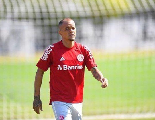 FECHADO - O meia argentino D´Alessandro anunciou nesta segunda-feira que não irá renovar seu contrato com o Internacional. Ele está no Colorado deste 2008.