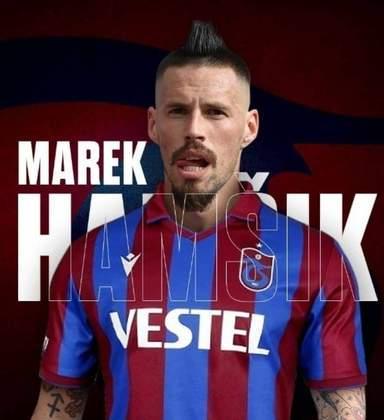FECHADO - O meia ex-Napoli Marek Hamsik assinou com o Trabzonspor, da Turquia, por duas temporadas. O atleta retorna a um clube de expressão da Europa após passar pela China e clubes menores do velho continente.