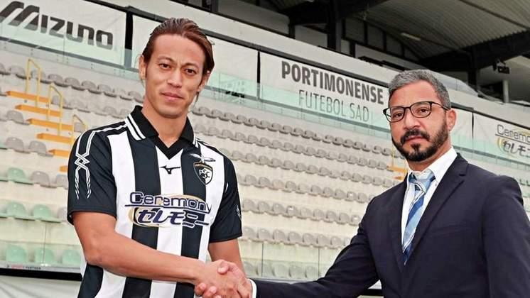FECHADO - O meio-campista Keisuke Honda, que atuou no Botafogo em 2020, é o novo reforço do Portimonense, de Portugal. O japonês de 34 anos acertou com a equipe lusitana até o final da temporada, com a opção de renovação de contrato. Honda chega para ajudar o clube português a sair da zona de rebaixamento da liga portuguesa.