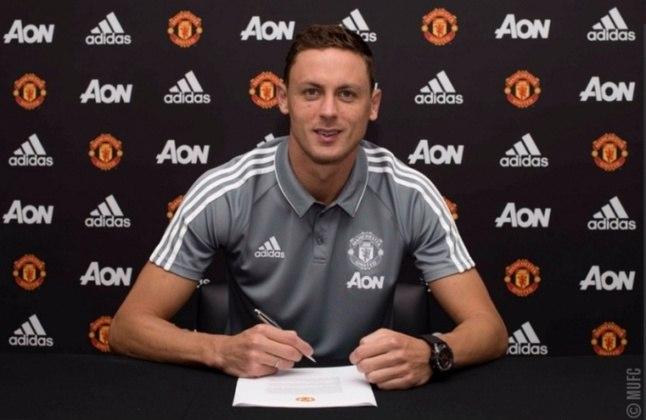 FECHADO - O meio-campista Nemanja Matic, do Manchester United, renovou seu contrato com o clube inglês até 2023. Aos 31 anos, o volante poderia se tornar um jogador livre na próxima janela de transferências.