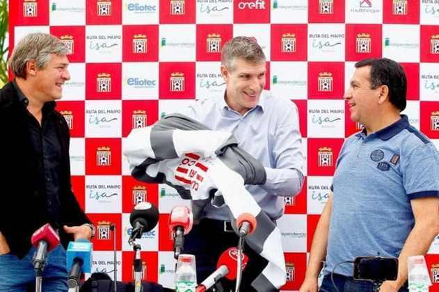 FECHADO - O mercado de técnicos está agitado na Argentina e Martín Palermo, um símbolo do futebol local, foi anunciado pelo Aldosivi. Através da sua conta no twitter, o time de Mar Del Plata confirmou a chegada do seu novo treinador, que terá que recuperar o clube no Campeonato Argentino.