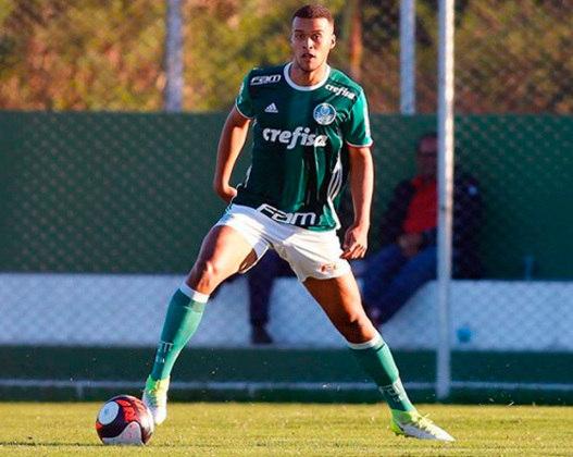 FECHADO - O Palmeiras acertou a renovação de contrato de Gabriel Barbosa. O atacante, que atualmente está emprestado ao Paysandu, tinha acordo até o final de 2021 e assinou até 31 de dezembro de 2022.