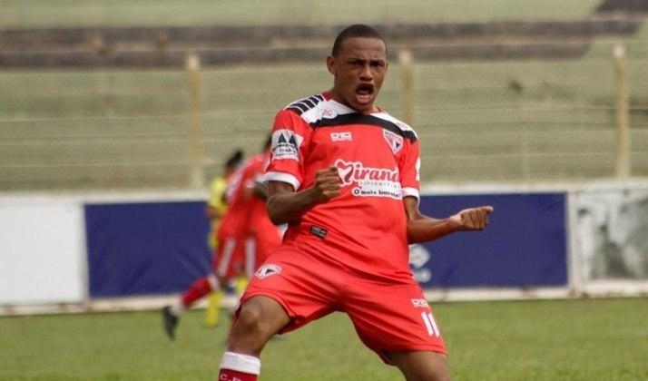 FECHADO - O Palmeiras acertou nesta semana a contratação do meia Jhonatan, de 19 anos. O jogador vem do Primavera, clube do interior de São Paulo, e vai reforçar o time sub-20 do Verdão. Ele já consta no elenco oficial no site do clube.