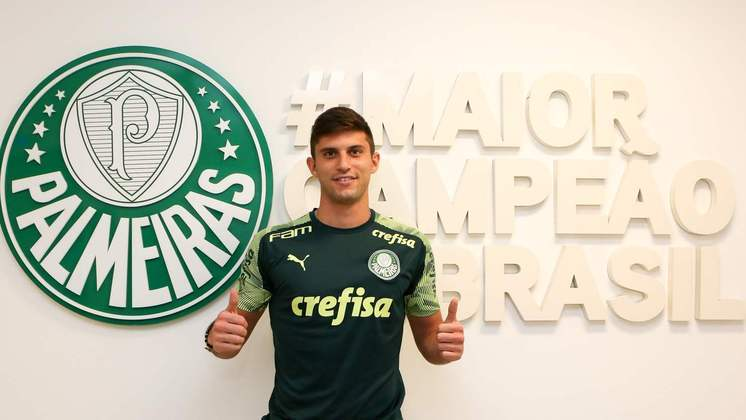 FECHADO: O Palmeiras anunciou na tarde desta quarta-feira a contratação do zagueiro chileno Benjamín Kuscevic, ex-Universidad Católica. O atleta de 24 anos assinou contrato com o Verdão válido por cinco temporadas.