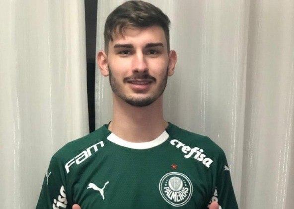 FECHADO - O Palmeiras contratou um volante que se destacou no Inter para atuar nas categorias de base do clube. Já está registrado na Federação Paulista de Futebol e na Confederação Brasileira de Futebol o contrato até 31 de dezembro de 2022 com Jonathan, que fez 19 anos em março.