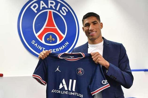 FECHADO - O Paris Saint-Germain anunciou nesta terça-feira a contratação do lateral-direito Achraf Hakimi, de 22 anos, ex-Inter de Milão. O ala marroquino, que assinou contrato de cinco temporadas, válido até junho de 2026, vestirá a camisa 2 no clube francês.