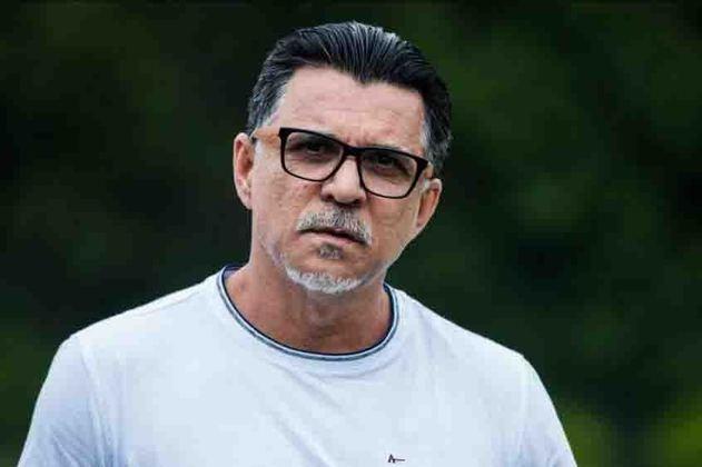 FECHADO - O presidente do Cruzeiro, Sérgio Santos Rodrigues, confirmou nesta terça-feira, 3 de agosto, que Ricardo Rocha, vai trabalhar no clube, sendo o novo diretor técnico do clube, cargo que era exercido por David. O ex-jogador foi uma indicação do técnico Vanderlei Luxemburgo, contratado pela Raposa também nesta terça-feira.