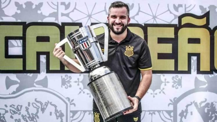 FECHADO - O presidente do Sampaio Corrêa, Sérgio Frota, anunciou novidade no Departamento de Futebol. Pedro Soriano foi efetivado e passa de supervisor para gerente de futebol.