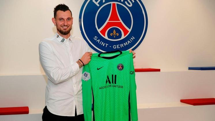 FECHADO - O PSG anunciou a contratação do goleiro de 29 anos Alexandre Letellier. O jogador foi revelado pelo clube de Paris e após dez anos volta a vestir a camisa. Ele estava sem clube.