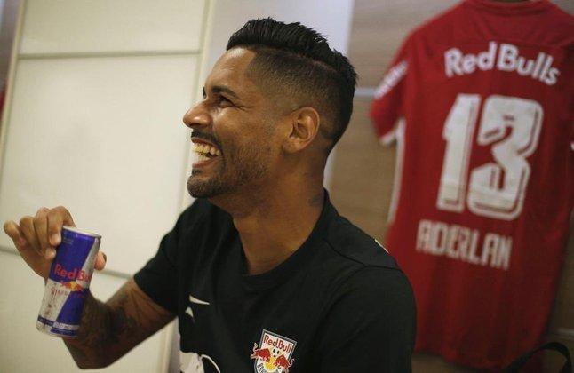 FECHADO - O RB Bragantino acertou a renovação do contrato d lateral direito Aderlan até o final de 2022.