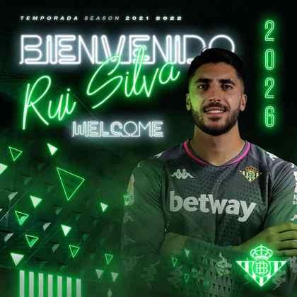 FECHADO - O Real Betis anunciou a chegada do goleiro Rui Silva, ex-Granada e que estava sem clube. O contrato do goleiro será de cinco anos.