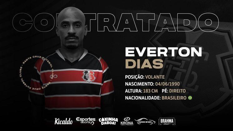 FECHADO - O Santa Cruz anunciou a chegada do volante Everton Dias, que estava no Brasil de Pelotas e reforça o Santinha em 2021.