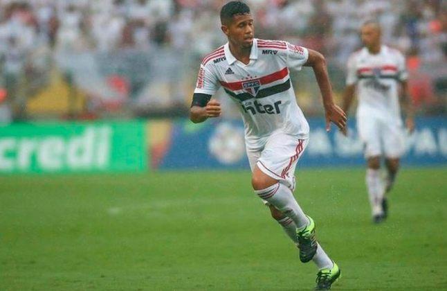 FECHADO - O Santos acertou a contratação do meia Ed Carlos, de apenas 20 anos, que se desligou do São Paulo nesta semana após oito anos de clube. O jogador fez exames médicos na manhã desta quinta-feira e deve iniciar os treinamentos no clube na próxima semana.