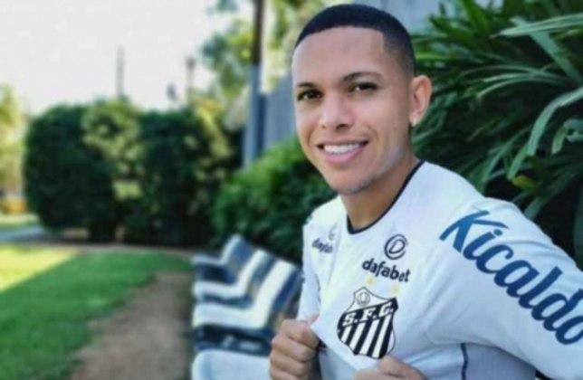 FECHADO - O Santos anunciou a contratação do meia-atacante Marcos Guilherme. O jogador, de 25 anos, chega por empréstimo junto ao Internacional até 30 de junho de 2022 e tem como característica a velocidade.