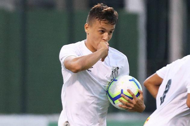 FECHADO - O Santos anunciou nesta sexta-feira o empréstimo de uma de suas jovens promessas. O meia-atacante Matheus Moraes irá defender o Maringá FC no Campeonato Paranaense. O garoto, de apenas 20 anos, ficará cedido até o final da competição.