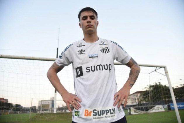FECHADO - O Santos anunciou no final da tarde desta sexta-feira o quarto reforço para a temporada. Chamado para a seleção brasileira Sub-20 nas últimas três convocações, o segundo volante Vinícius Zanocelo, de 20 anos, assinou com o Peixe nesta sexta e vem por empréstimo junto à Ferroviária de Araraquara até 31 de maio de 2023, com opção de compra e passe fixado.