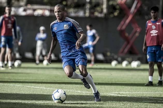 FECHADO — O Santos renovou com o atacante Allanzinho, 20, destaque da base, até 2024. O novo acordo prevê reajuste salarial e multa rescisória de 70 milhões de euros (R$ 389 milhões na cotação atual)