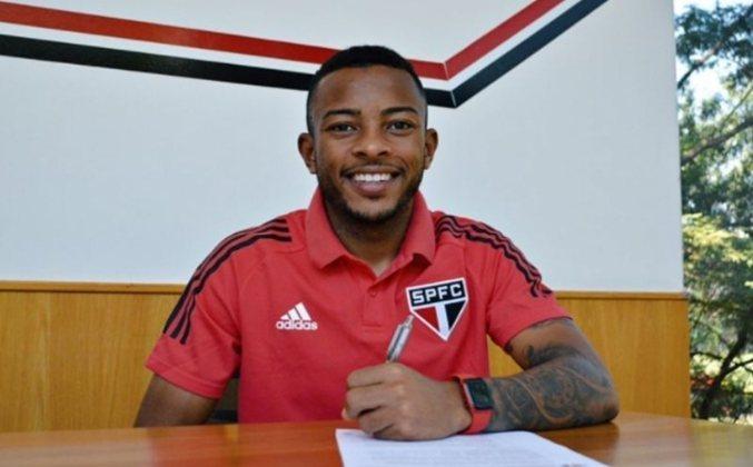 FECHADO - O São Paulo anunciou nesta quinta-feira (3) a renovação de contrato com o lateral esquerdo Welington, revelado em Cotia. O atleta assinou um novo vínculo com duração até o dia 31 de dezembro de 2024, estendendo o contrato antigo, que era válido até 31 de outubro de 2023.