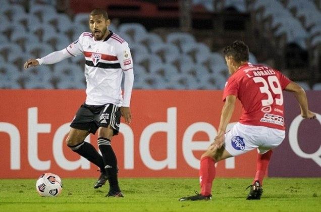 FECHADO - O São Paulo anunciou o acerto com o atacante Rojas para a renovação de seu contrato com a equipe. O equatoriano tinha vínculo até o dia 30 de maio, mas, após negociações, assinou novo contrato que vale até o dia 31 de dezembro de 2021.
