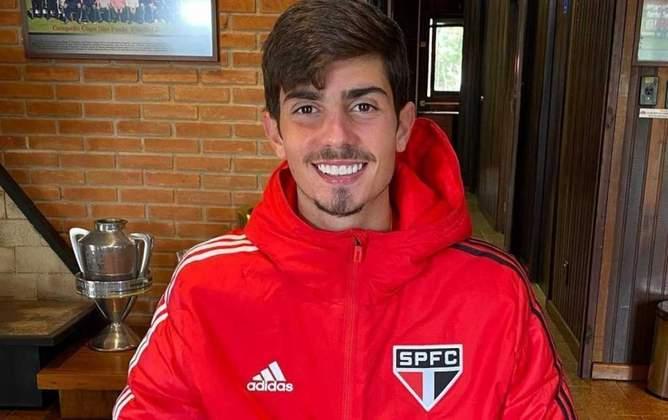 FECHADO - O São Paulo renovou contrato com o meia Pedro Vilhena, o Pedrinho, de 19 anos, joia da base, até 2024. Seu vínculo, que ia até junho de 2022, foi prorrogado por mais duas temporadas.