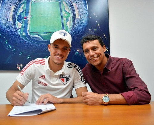 FECHADO - O São Paulo renovou o contrato do atacante Danilo Gomes, de 21 anos, até dezembro de 2021. O seu contrato anterior venceria em abril.