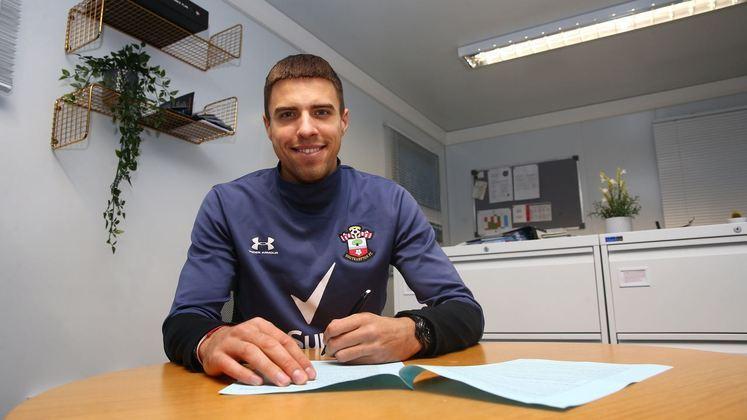 FECHADO - O Southampton renovou o contrato do zagueiro, Jan Bednarek, até a metade de 2025, prolongando o vínculo por mais quatro anos e meio.