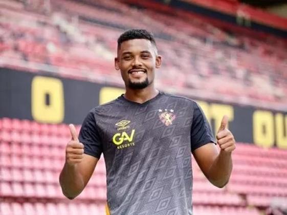 FECHADO - O Sport anunciou a chegada do zagueiro Sabino, que se destacou no Coritiba no último Brasileirão por conta dos vários gols de pênalti que marcou.