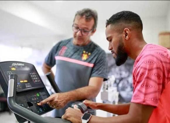 FECHADO - O Sport iniciou a semana com novidades. Trata-se do atacante Everaldo, que chegou por empréstimo do Corinthians até dezembro.