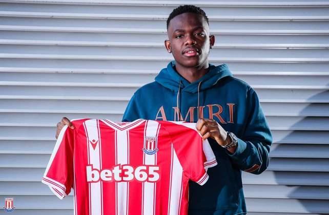 FECHADO - O Stoke City anunciou a contratação por empréstimo do atacante Rabbi Matondo, ex-Schalke 04.