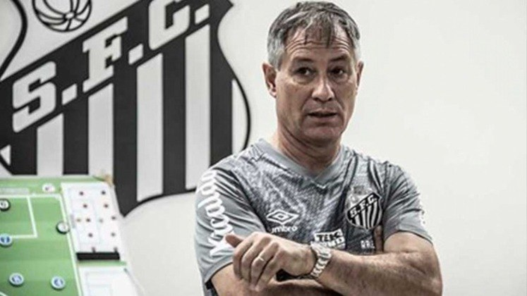 FECHADO - O técnico Ariel Holan assinou sua rescisão com o Santos apenas no sábado (1). O contrato tinha uma multa bilateral de quatro salários, mas clube e treinador chegaram a um acordo para uma saída amigável, sem pagamento de multa. Livre no mercado, Holan negocia e pode ser o novo técnico do Fortaleza.