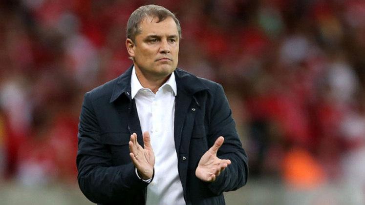 FECHADO - O técnico Diego Aguirre está a um passo de voltar a trabalhar na América do Sul. Após pedir demissão do Al-Rayyan, do Qatar, ele firmou um pré-acordo com o Peñarol, clube que o projetou ao continente em 2011.